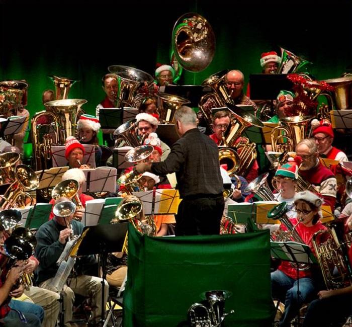 Tuba Christmas.Tuba Christmas Weinberg Center Holiday Canned Food Drive